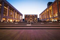 林肯中心在纽约,美国在清楚的夜 库存照片