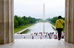 林肯纪念堂,往华盛顿Momnument的华盛顿特区视图 库存图片