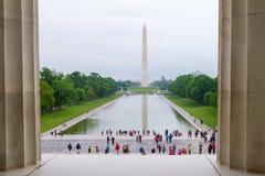 林肯纪念堂,往华盛顿Momnument的华盛顿特区视图 库存照片