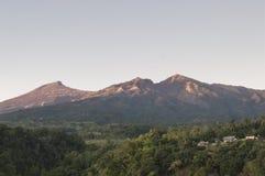 林贾尼火山,龙目岛,印度尼西亚看法日出的 免版税图库摄影