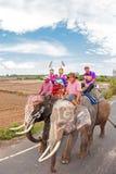 素林,泰国- 5月16 :传统游行向作为的河 库存照片