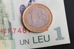 1枚欧洲硬币1列伊罗恩票据 库存图片