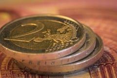 2枚欧洲硬币特写镜头  库存照片