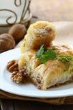 果仁蜜酥饼用蜂蜜和螺母 图库摄影