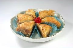 果仁蜜酥饼盘 免版税库存照片