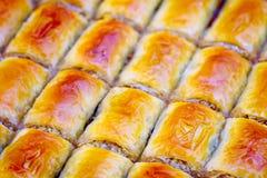 果仁蜜酥饼背景 犹太,土耳其,阿拉伯传统全国点心 宏指令 选择聚焦 东方甜点,东部甜点 库存照片