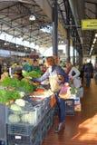 水果和蔬菜在一个市场在维尔纽斯,立陶宛 库存图片