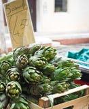 水果和蔬菜在一条威尼斯式小船失去作用 图库摄影