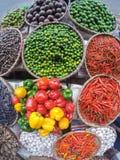 水果和蔬菜在亚洲市场上 库存图片
