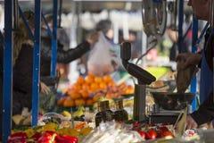 水果和蔬菜摊位 免版税库存图片