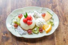 果子乳酪蛋糕用樱桃 图库摄影
