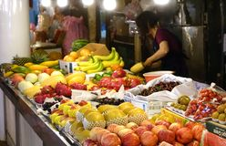果子供营商在台湾卖各种各样的果子 库存图片