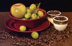 果子和咖啡豆 库存照片