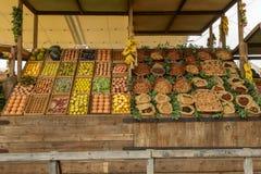 果子和坚果食物,商展2015年米兰大模型的陈列  免版税图库摄影