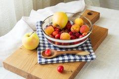 果子和莓果的构成 免版税图库摄影