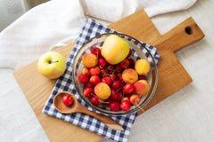 果子和莓果的构成 库存图片