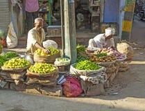 果子和veg失去作用在Chawri市场在德里,印度 免版税库存图片