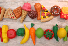 果子和Veg或者速食, They& x27; 关于所有塑料 免版税库存图片