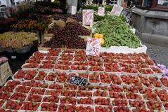 果子和VEGES供营商 免版税库存照片