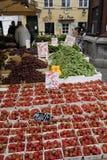 果子和VEGES供营商 免版税图库摄影