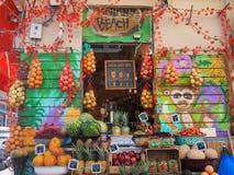 果子圆滑的人商店 免版税库存照片