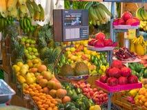 果子在一个市政市场上在利马秘鲁 免版税库存照片