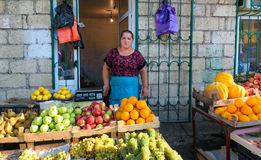 果子在市场上在Derbent 免版税库存照片
