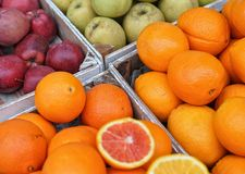 果子在市场上 免版税图库摄影