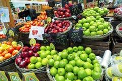 果子巨大选择被看见在一个市场上在购物中心曼谷,泰国 免版税图库摄影