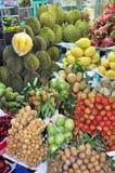 果子摊位在本Tanh市场上。 库存图片