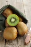 果子新鲜的甜成熟猕猴桃 免版税库存照片