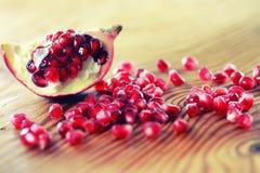 果子新鲜的红色石榴 免版税库存图片