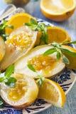 果子点心,一个梨用橙色调味汁,烹调在sous-vide 库存图片