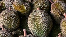 果子留连果的亚裔国王是在柜台在夜市场上在泰国 股票录像