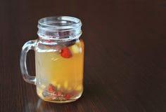 果子茶 茶用森林莓果 库存照片