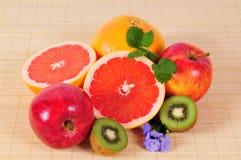 果子葡萄柚猕猴桃维生素 图库摄影