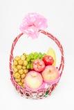 果子藤条篮子与丝带弓的 图库摄影