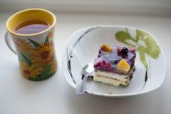 果子蛋糕和茶 免版税库存图片
