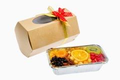 果子蛋糕和被包装的礼物 库存图片