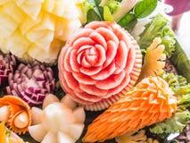 果子被雕刻的形状美丽的花 免版税库存照片