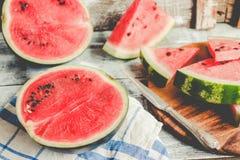 果子西瓜和片断在木背景中 Antioxida 免版税库存图片