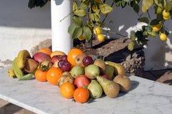果子静物画与阳光的 图库摄影