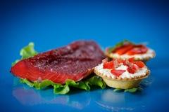 果子馅饼充满红色鱼 免版税库存照片