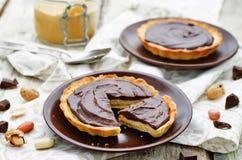果子馅饼用花生酱奶油甜点和巧克力 免版税库存照片