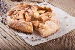 果子galette、有壳的饼用苹果和桂香 库存图片