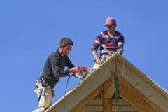 结果屋顶的木匠 免版税库存照片