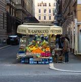 水果摊在罗马 免版税库存照片