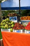水果摊在Usaquen跳蚤市场上 免版税图库摄影