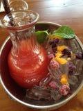 果汁喷趣酒莓果 免版税库存图片