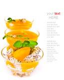 水果沙拉和橙汁在白色(与样品文本) 免版税库存照片